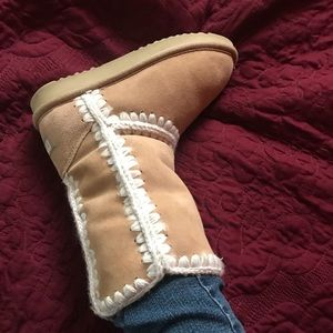 Shoes - Eskimo Boots in Tan Suede with White Trim